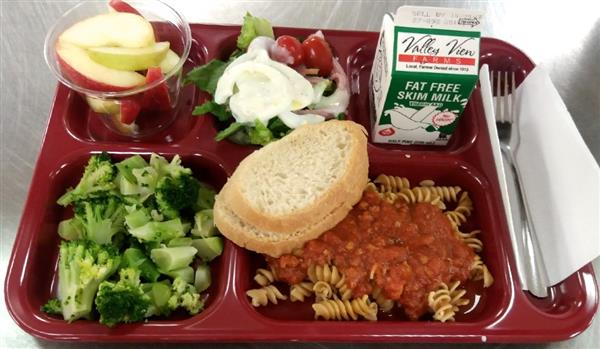 Spaghetti, Meat Sauce, Whole Grain Noodles, Broccoli, French Bread, Fruit Choice (shown with salad bar)